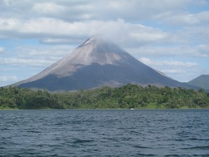Arenal_boat1